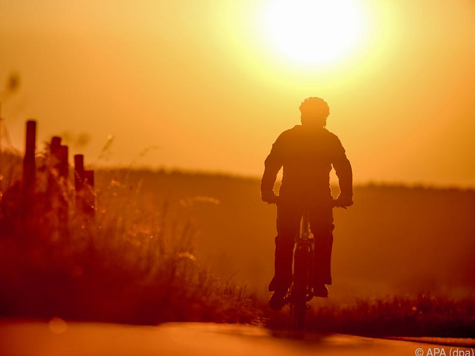 sommer hitze fahrrad Ab Montag herrscht wieder durchgehender Sonnenschein