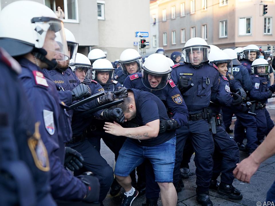 Außergewöhnliche Gewaltbereitschaft bei den Demonstrationen