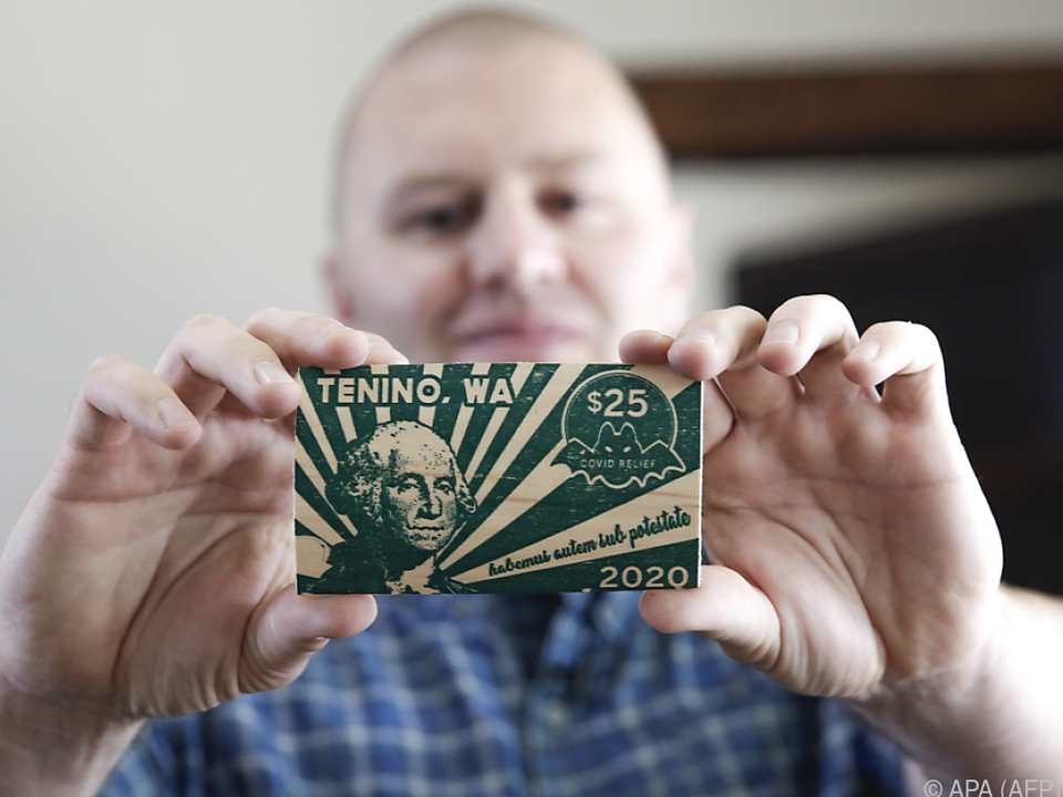 Dank Holz als Trägermaterial sind Tenino-Dollar eine \