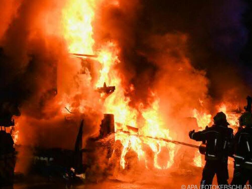 Das Feuer wurde mit einem Spezialschaum rasch gelöscht