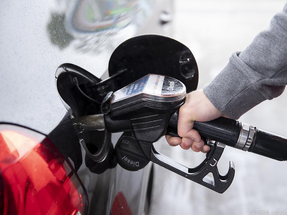 Deutlicher Rückgang bei allen Arten von Kraftstoff