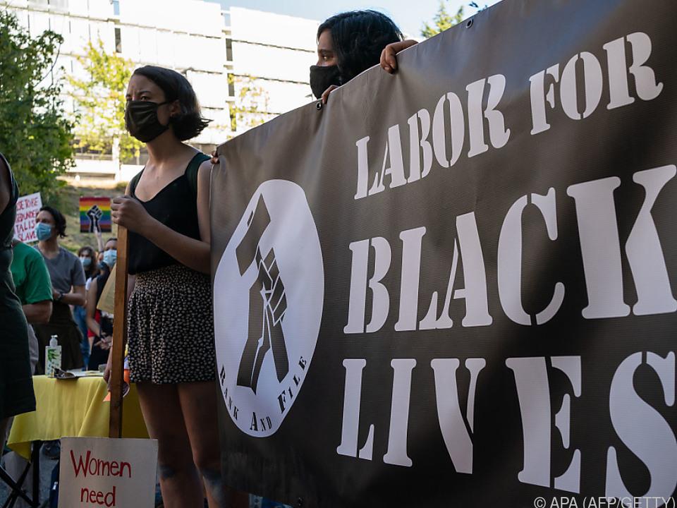 Die Demonstranten forderten Jobs für Minderheiten