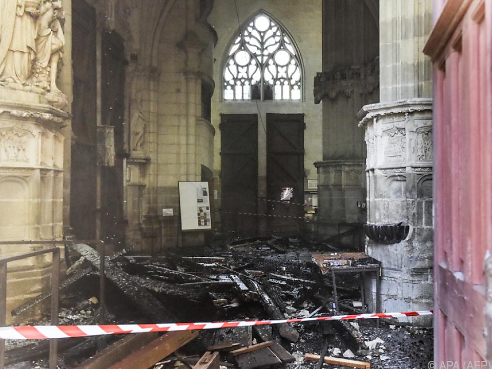 Ein Anblick der Zerstörung bietet sich im Inneren der Kirche