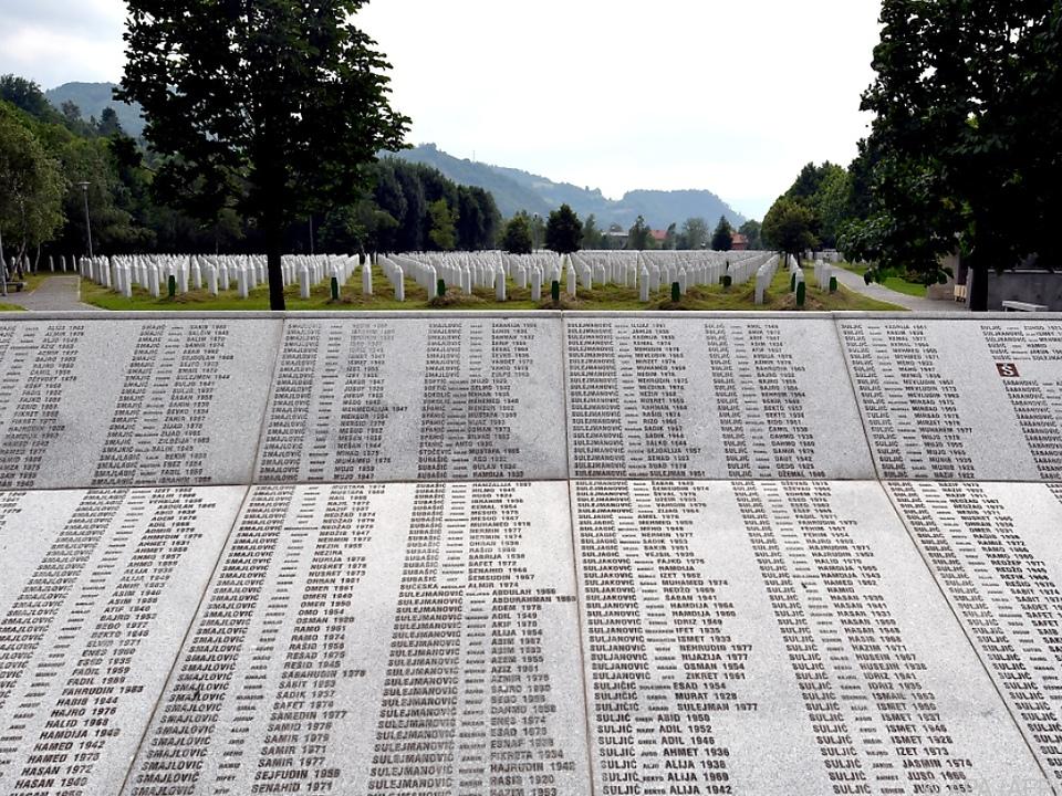 Erinnerung an die Getöteten in der Gedenkstätte Potocari