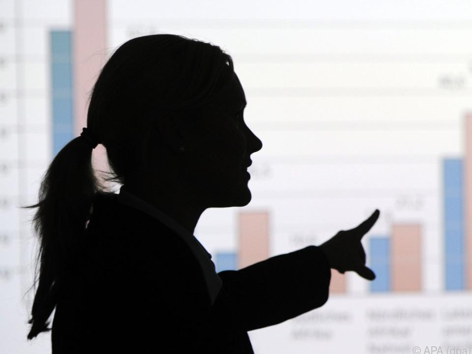 Frauen in Führungspositionen nehmen weniger verzerrt wahr