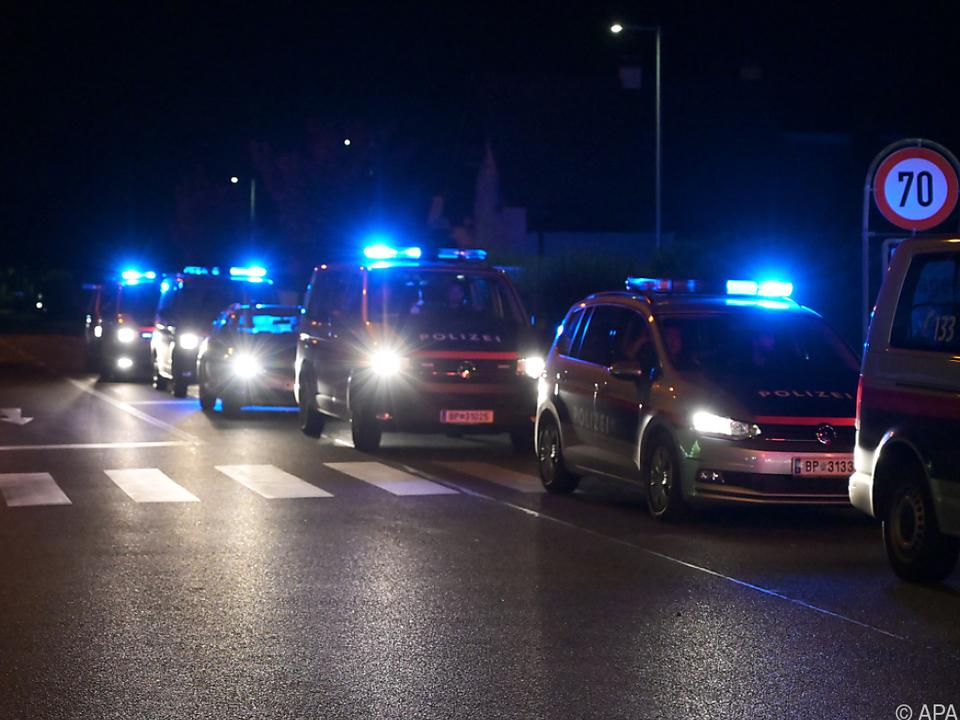 Großes Polizeiaufgebot beim Tatort in Gerasdorf