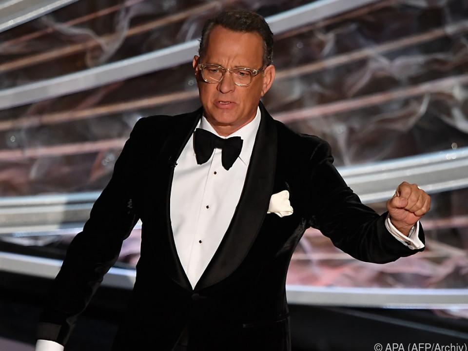 Hanks ruft zum Tragen von Masken auf