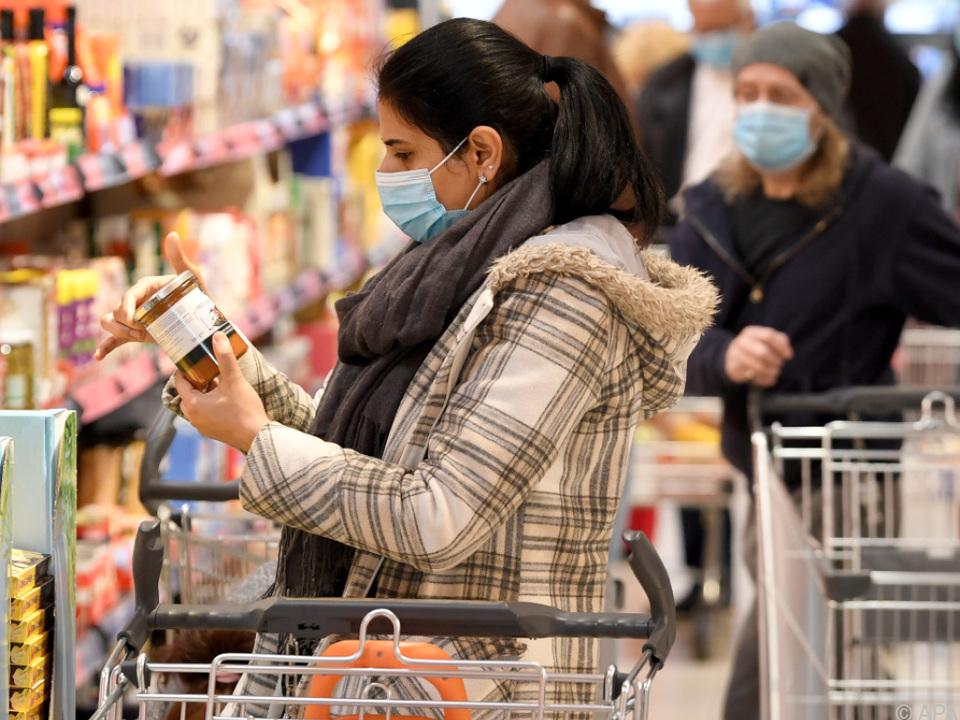 In Supermärkten muss wieder Mund-Nasen-Schutz getragen werden