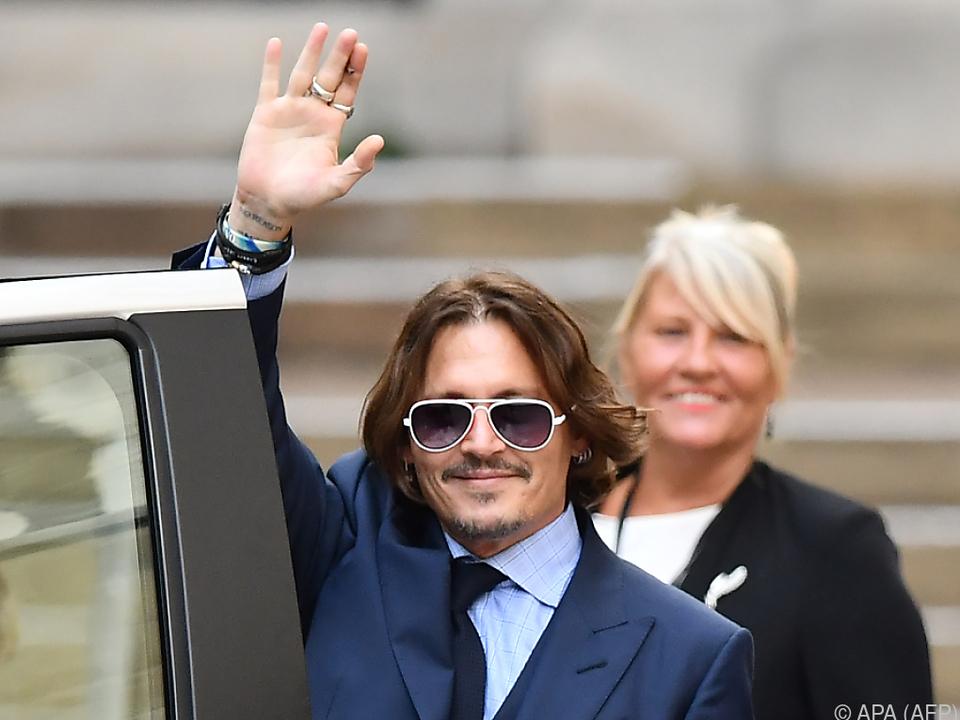 Johnny Depp beim Verlassen des Gerichts in London