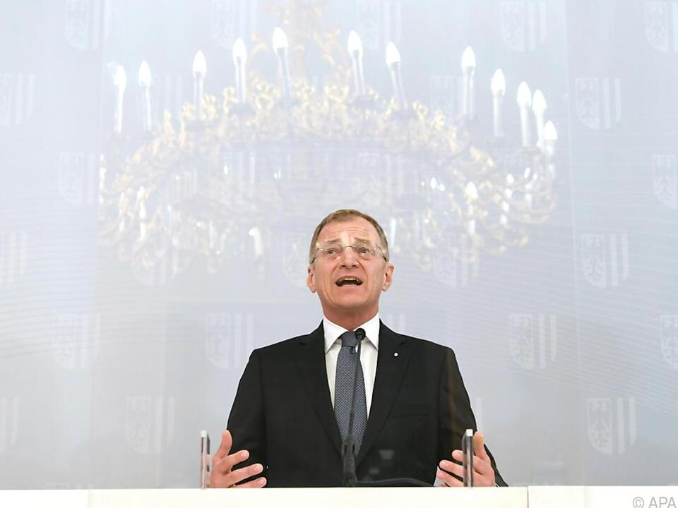 Landeshauptmann Thomas Stelzer verkündet die Rückkehr der Masken