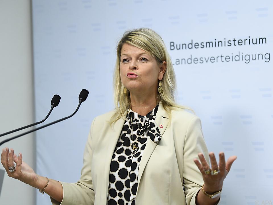 Ministerin Tanner (ÖVP) führt Gespräche mit den Wehrsprechern