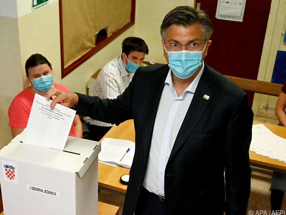 Ministerpräsident Plenkovic bei seiner Stimmabgabe