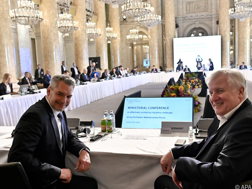 Nehammer (l.) im Gespräch mit Deutschlands Innenminister Seehofer