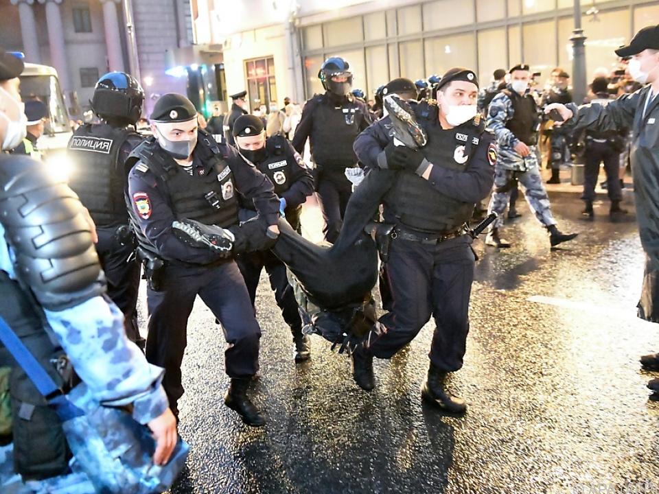 Polizei nahm zahlreiche Demonstranten fest