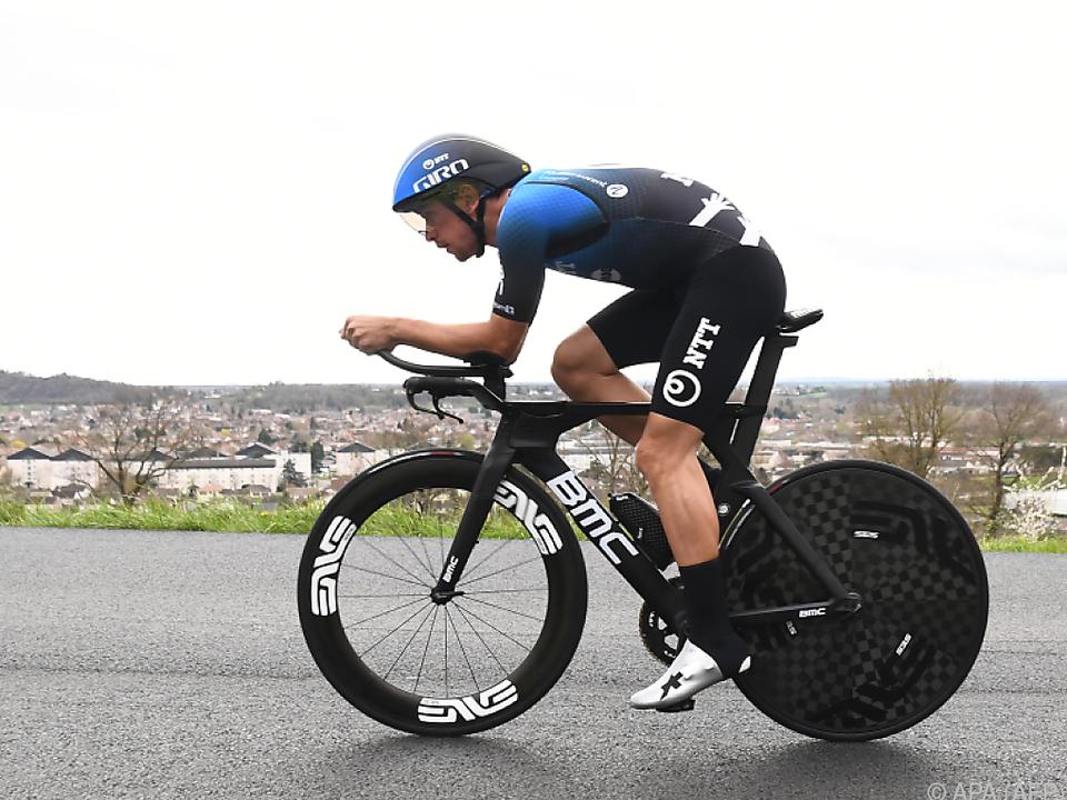 Ryan Gibbons Anfang März noch auf einem richtigen Rennrad