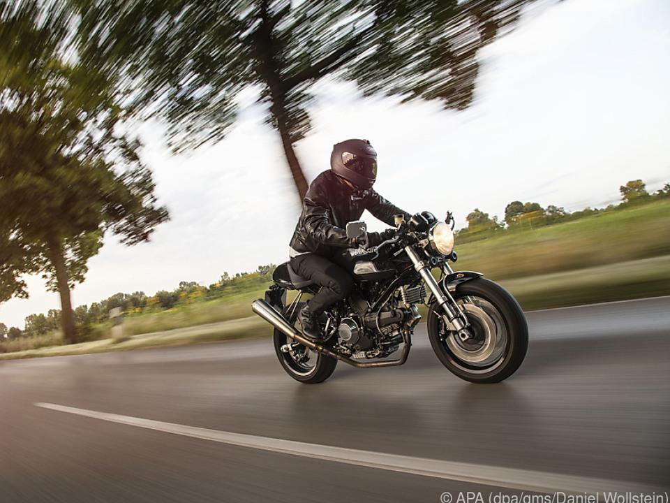 Scheinwerfer an: So wirken nicht nur Fahraufnahmen von Motorrädern dynamischer