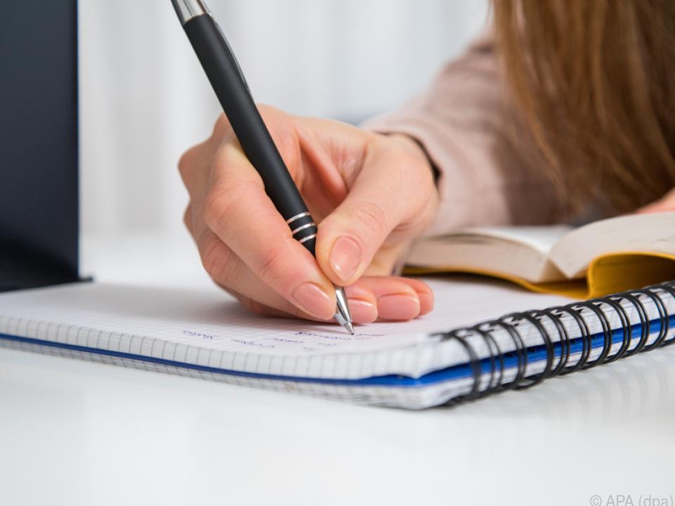 Schüler wollte einer Prüfung entkommen schule prüfung aufgabe sym schreiben