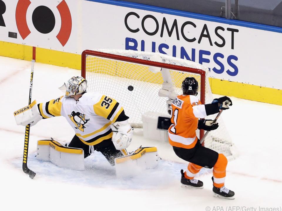 Scott Laughton erzielt für die Philadelphia Flyers einen Treffer