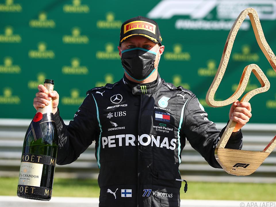 Sieger mit Maske - Valtteri Bottas