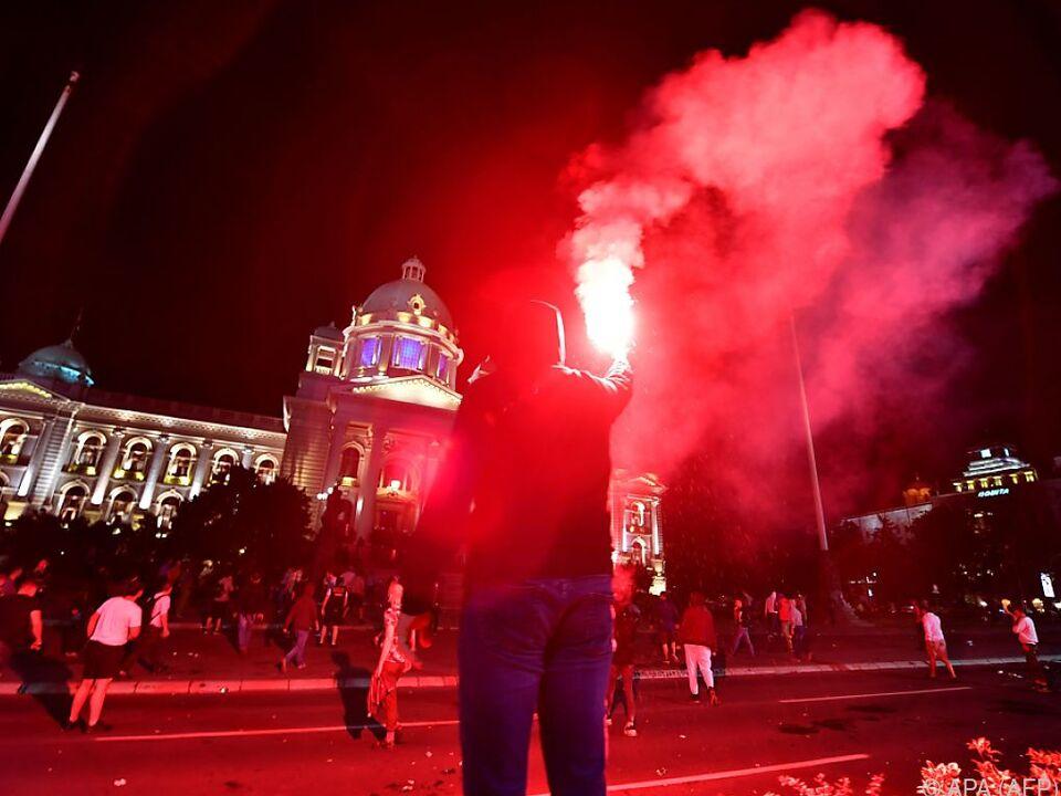 Sturm auf Parlamentsgebäude in Belgrad