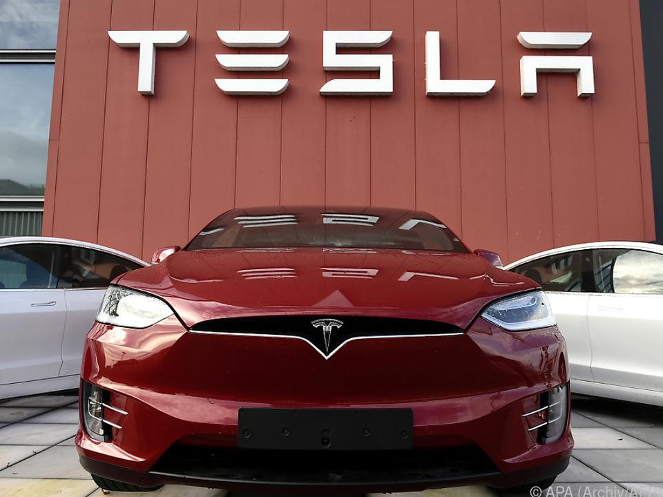 Tesla mit 104 Mio. Dollar Überschuss