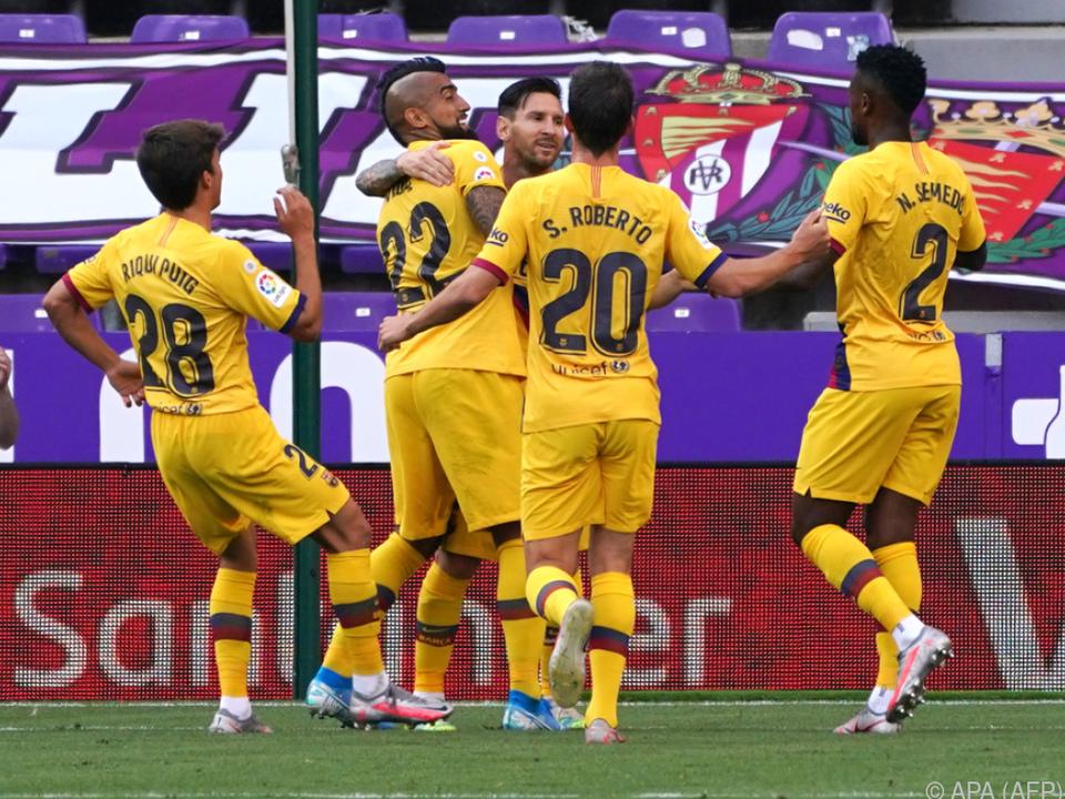 Umarmung für Arturo Vidal von Lionel Messi höchstpersönlich