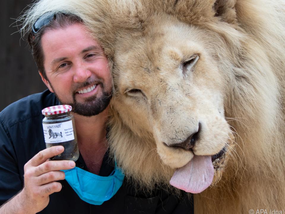 Zirkusdirektor Martin Lacey und Löwenkot-Produzent King Tonga