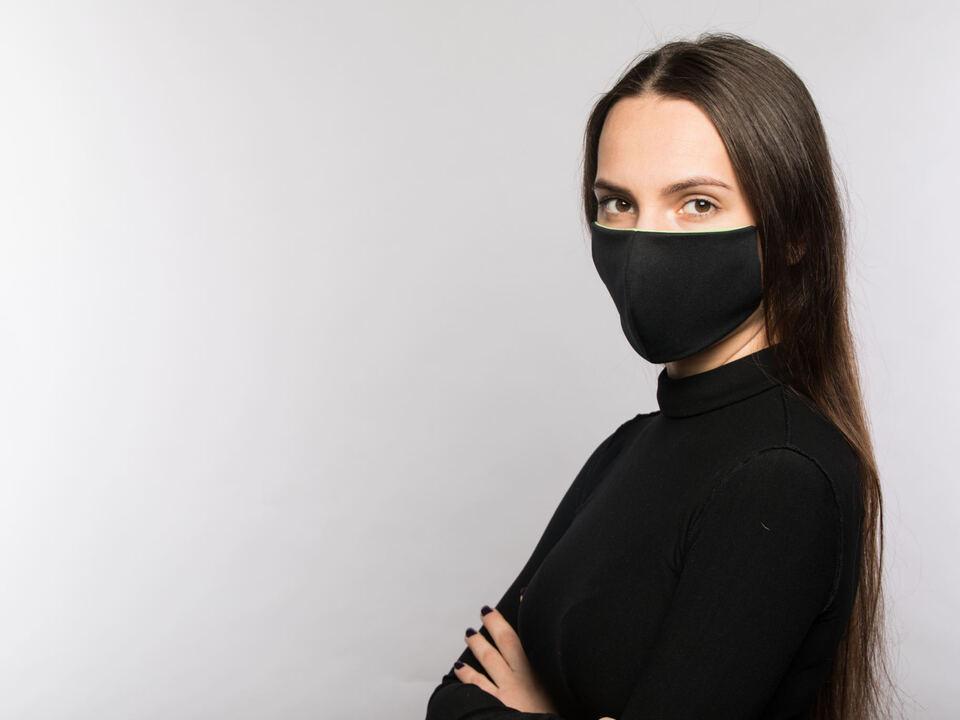 Frau Maske Mundschutz Atemschutz Corona