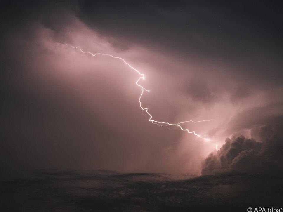 Amtsärztin bestätigte, dass alle Tiere durch selben Blitz verendeten blitz gewitter
