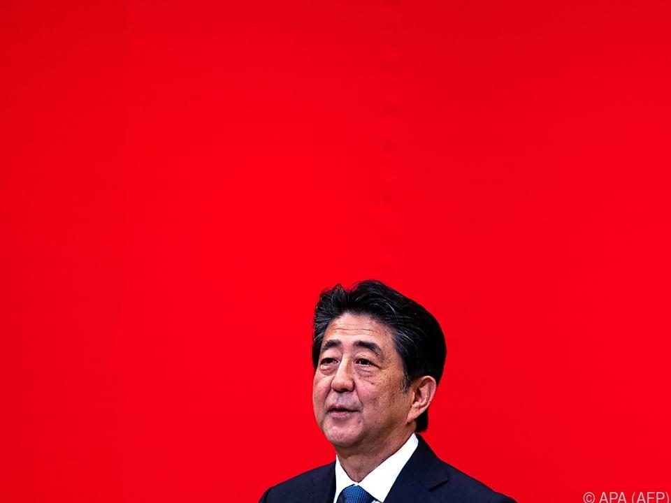 Bis zur Ernennung eines Nachfolgers bleibt Abe im Amt