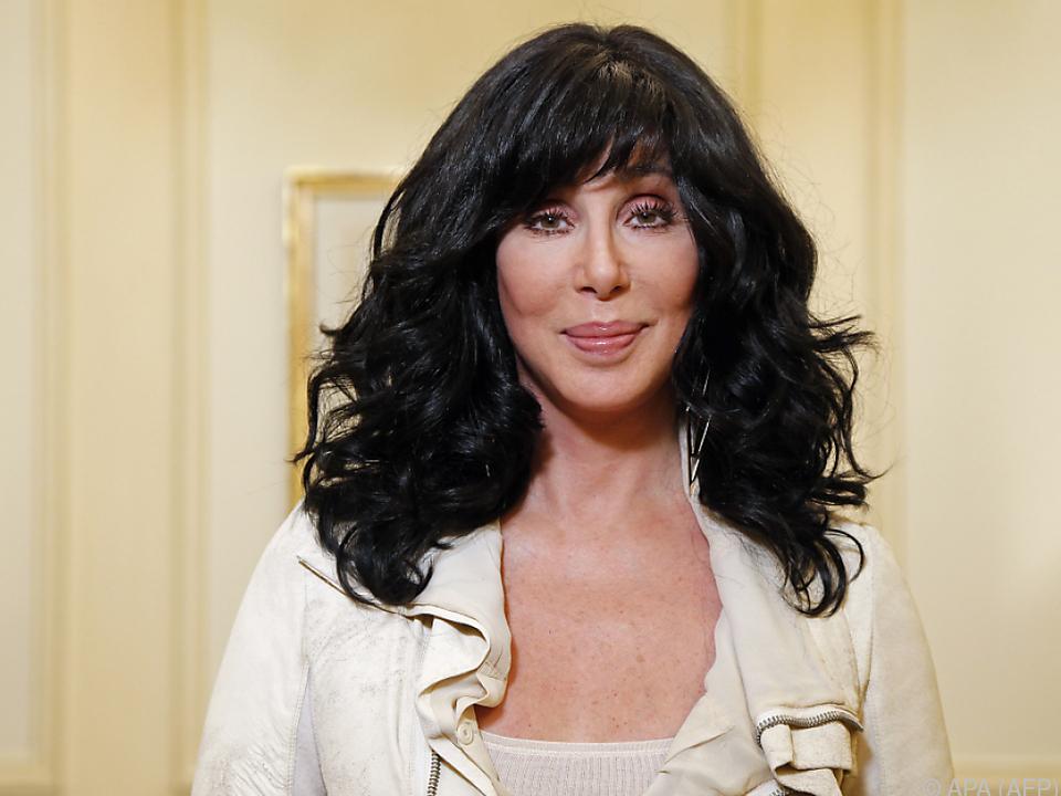 Cher als Briefträgerin?