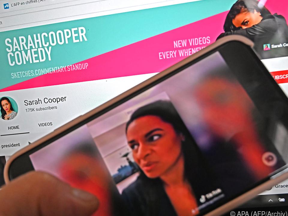 Cooper wurde durch Videoclips mit Trump-Imitationen populär