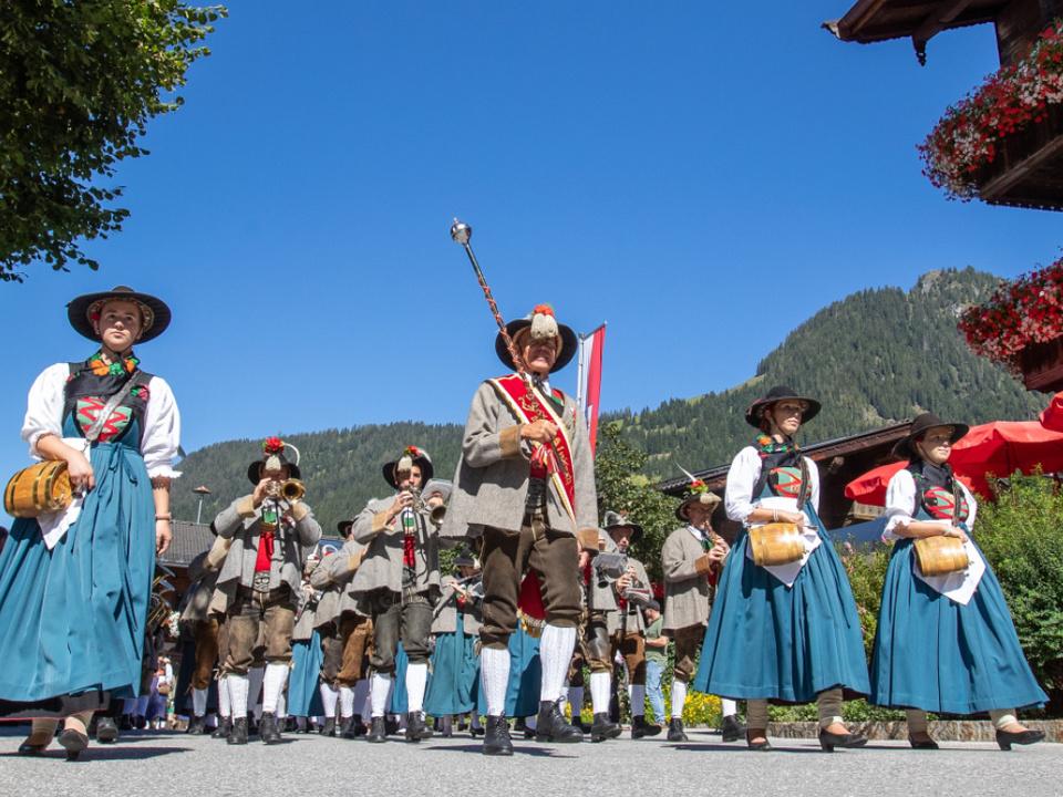 Das Tirolerische ist in Österreich sehr beliebt tirol musikkapelle brauchtum