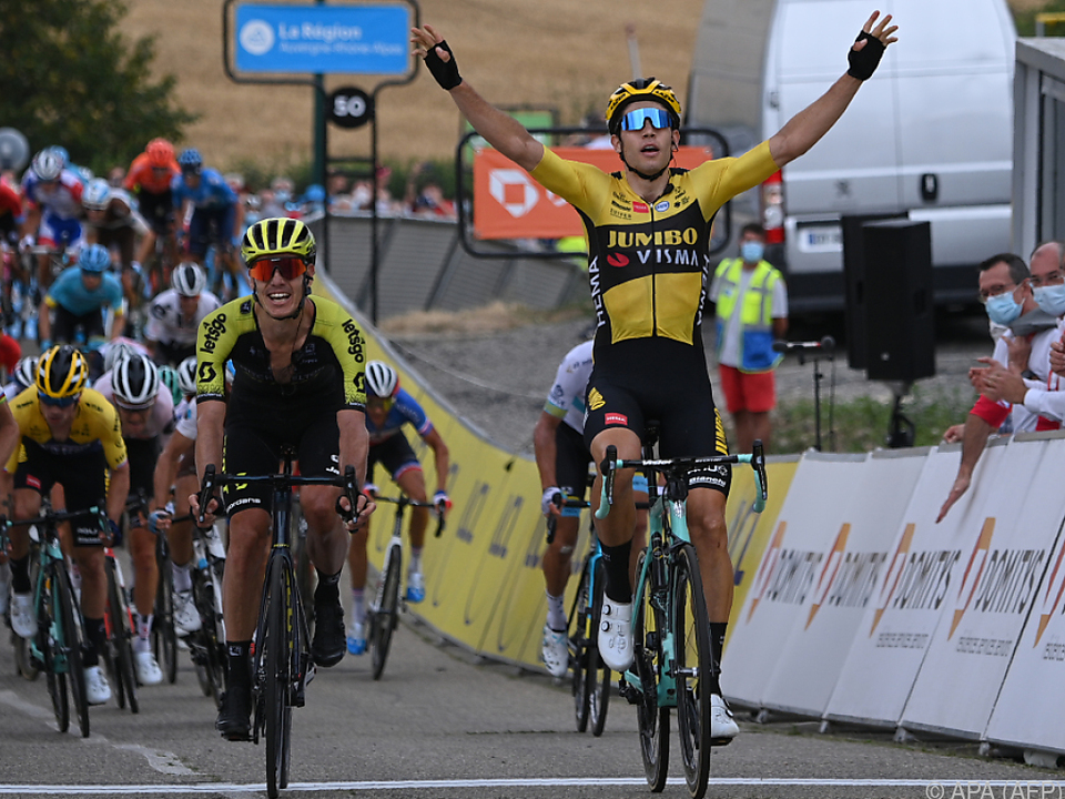 Der Belgier Van Aert triumphiert