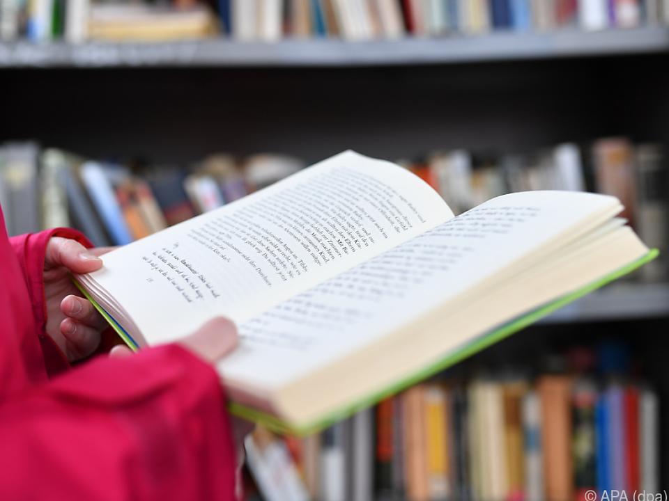 Die Coronakrise prägte auch die Kulturschaffenden buch bibliothek bücher lesen schule sym