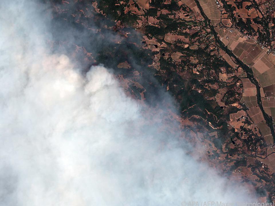 Enorme Rauchwolke über Kalifornien