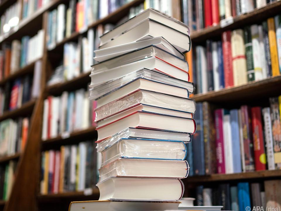 bibliothek bücher buch - sym - Fünf Österreicher und Österreicherinnen haben Preischancen