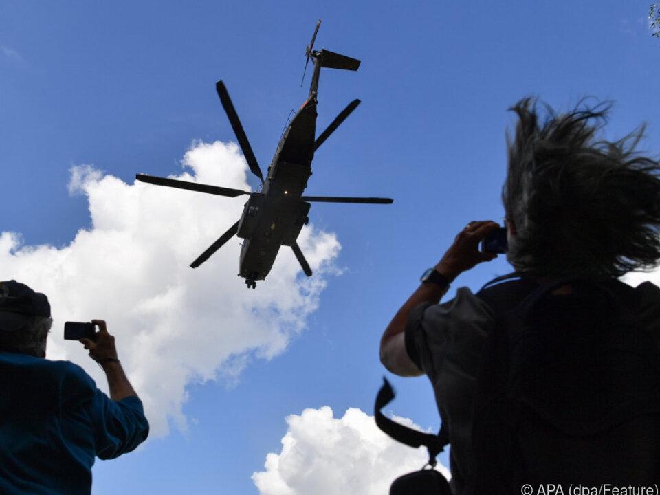 Hubschrauber der Bundeswehr bei einer Landung
