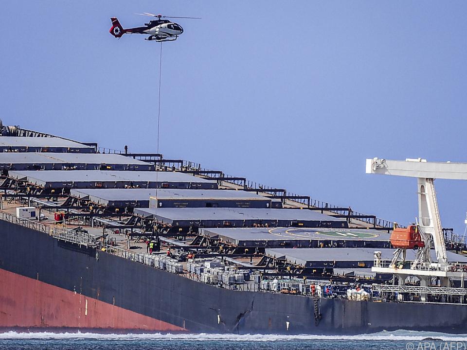 Hubschrauber helfen beim Einsatz gegen das Desaster