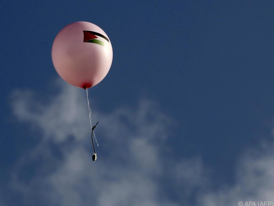 Immer wieder werden Brand-Ballons Richtung Israel losgeschickt