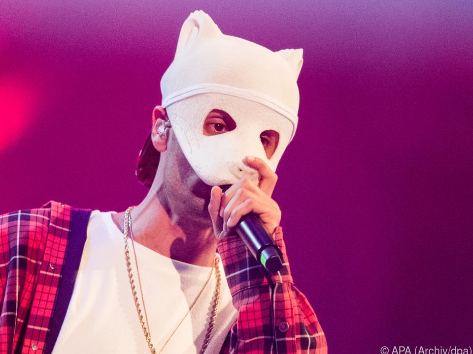 In seinem neuen Video hat Cro die Panda-Maske ersetzt