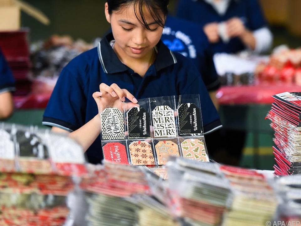 In Vietnam werden auch Weihnachtskarten für Europa hergestellt