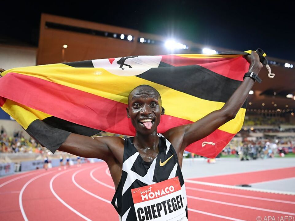 Joshua Cheptegei aus Uganda feiert in Monaco