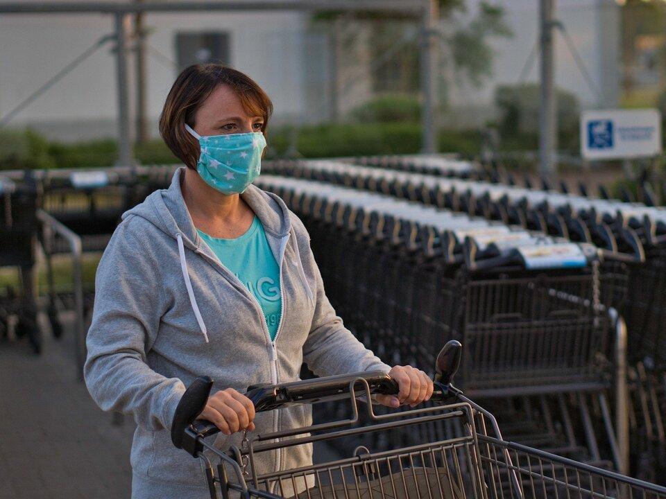 Corona Mundschutz Atemschutz einkauf Alltag