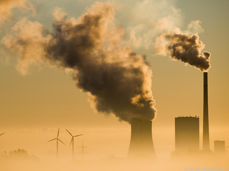 Produktion und Verbrennung von Kunststoffen sind Klimakiller