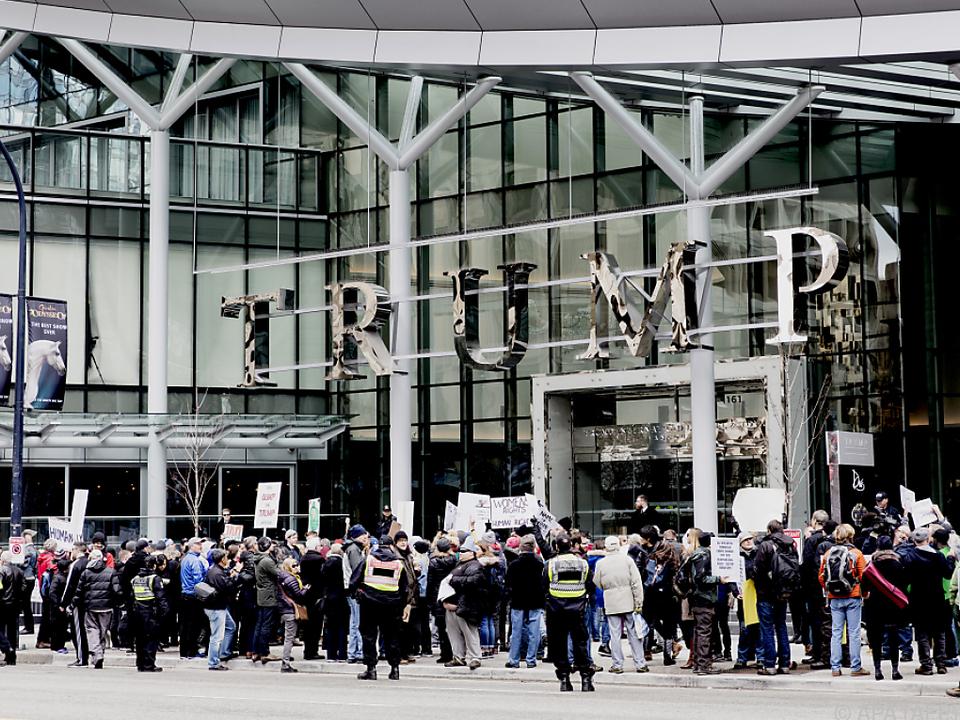 Proteste gegen Trump im Februar 2017 vor dem Hotel in Vancouver
