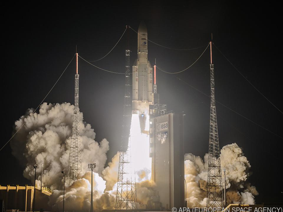 Rakete hob mit zwei Satelliten an Bord ab