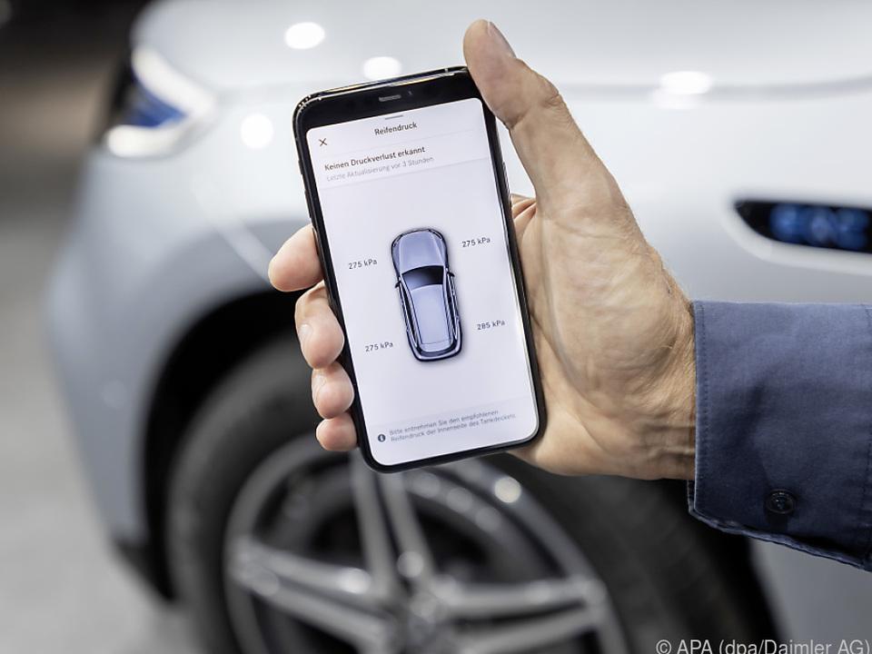 Reifendruckkontrolle für einen Mercedes in der \