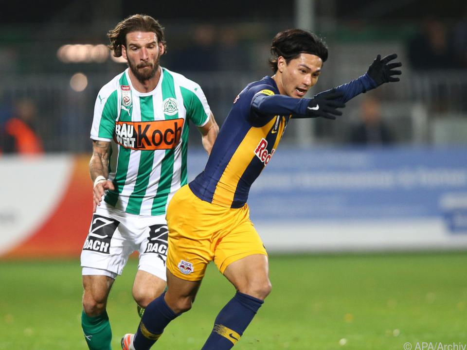 Salomon (l.) unterzeichnete bei Atromitos einen Zweijahresvertrag