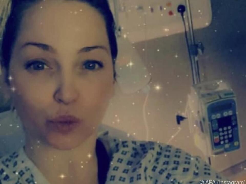 Sarah Harding postet aus dem Krankenhaus